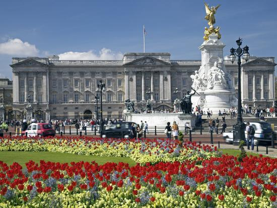 julian-love-buckingham-palace-is-the-official-london-residence-of-the-british-monarch