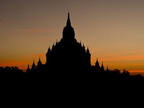 julio-etchart-sunrise-in-the-buddhist-temples-of-bagan-pagan-myanmar-burma