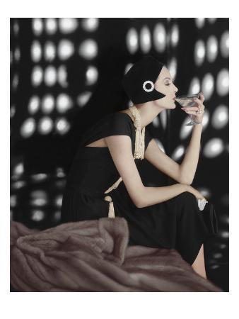 karen-radkai-vogue-november-1960-art-deco-martini