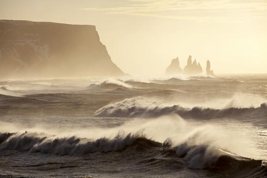 katie-garrod-iceland-reynisfjara-waves-breaking-on-reynisfjara-beach