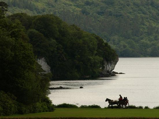 keith-levit-ireland-killarney-horse-and-cart-by-lake