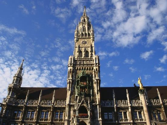 ken-gillham-exterior-and-clock-tower-of-the-neues-rathaus-munich-bavaria-germany