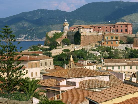 ken-gillham-skyline-of-the-town-on-the-island-of-elba-in-the-toscana-archipelago-italy-europe