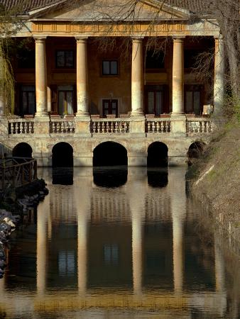 ken-scicluna-italy-veneto-vicenza-western-europe-loggetta-valmarana-on-a-canal-which-today-forms-part-of-o