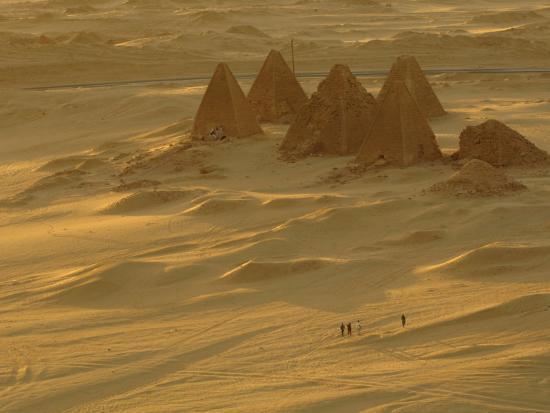 kenneth-garrett-burial-pyramids-at-gebel-barkal