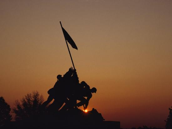 kenneth-garrett-silhouette-of-the-iwo-jima-monument-at-twilight