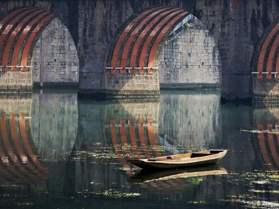 keren-su-bridge-and-boat-on-wuyang-river-zhenyuan-guizhou-china