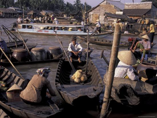 keren-su-floating-market-in-can-tho-vietnam