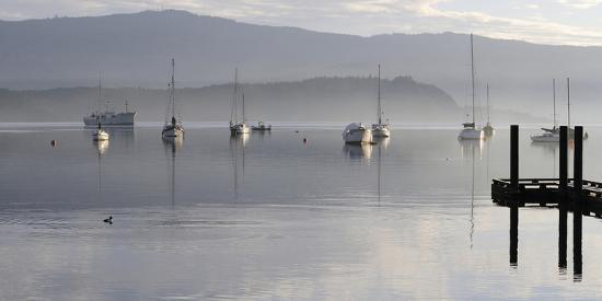 kevin-oke-canada-b-c-vancouver-island-boats-at-anchor-on-cowichan-bay