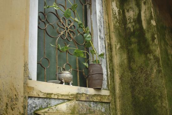 kevin-oke-vietnam-hoi-an-quang-nam-window-at-quan-congs-temple