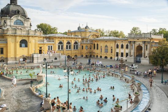 kimberly-walker-people-soaking-and-swimming-in-the-famous-szechenhu-thermal-bath-budapest-hungary