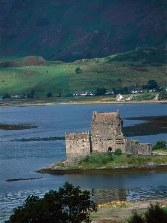 kindra-clineff-eilean-donan-castle-loch-duich-scotland