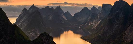 kjerkfjorden-among-dramatic-mountain-ridges-at-sunset-lofoten-nordland-norway