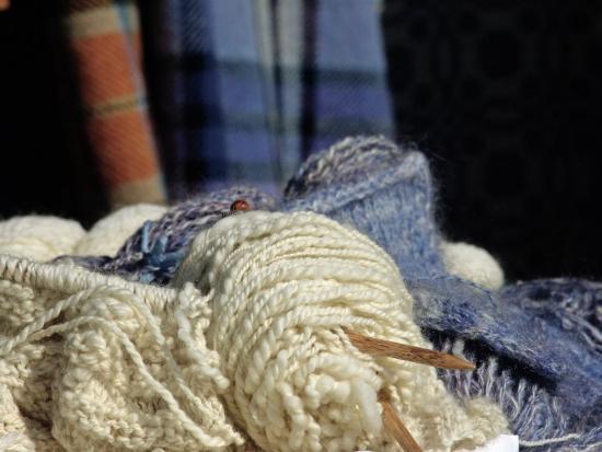 knitting-needles-and-handspun-wool-at-a-yorktown-reenactment-virginia