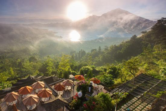 ko-backpacko-sunrise-over-the-valley-with-villages-and-lake-situated-in-caldera-of-old-giant-volcano-bali-indo