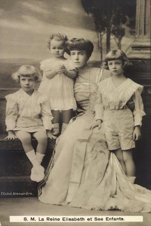 koenigin-elisabeth-von-belgien-mit-ihren-kindern