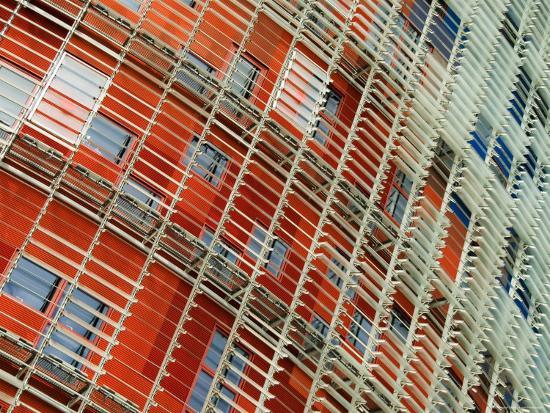 krzysztof-dydynski-facade-detail-of-the-torre-agbar-barcelona-catalonia-spain