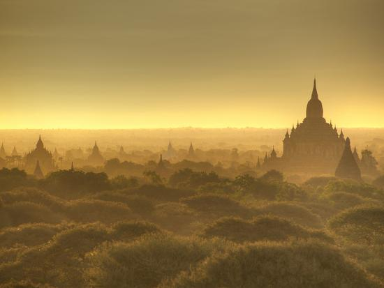 kyle-hammons-the-sun-rises-across-the-2000-temples-and-pagodas-at-bagan-in-the-country-of-burma-myanmar