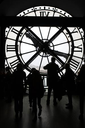 kymri-wilt-europe-france-paris-clock-and-silhouettes-at-musee-d-orsay