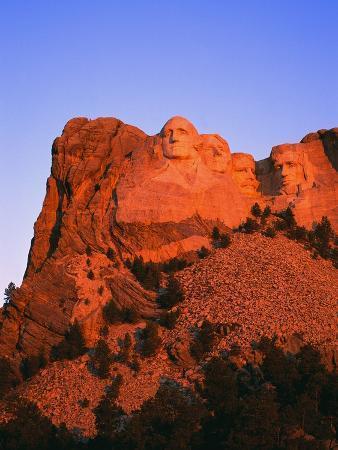 l-clarke-mount-rushmore-memorial-at-dusk