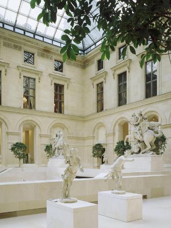 la-cour-marly-terrasse-superieure-au-premier-plan-deux-des-coureurs-de-marly-apollon