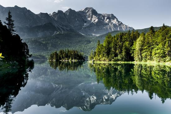 lake-eibsee-with-zugspitze
