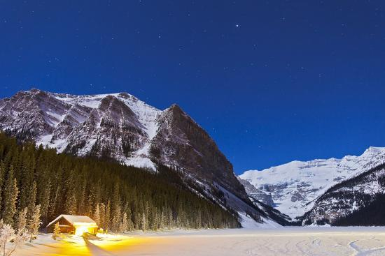 lake-louise-on-a-clear-night-in-banff-national-park-alberta-canada