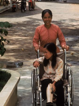 larry-burrows-vietnamese-girl-nguyen-thi-tron-being-pushed-around-rehabilitation-center-in-a-wheelchair