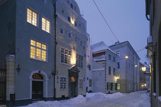 latvia-riga-historic-centre-vecriga-tris-brali-buildings
