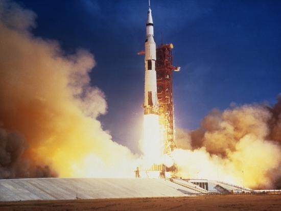 launch-of-apollo-11-spacecraft-en-route-to-moon