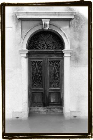 laura-denardo-venetian-doorways-i
