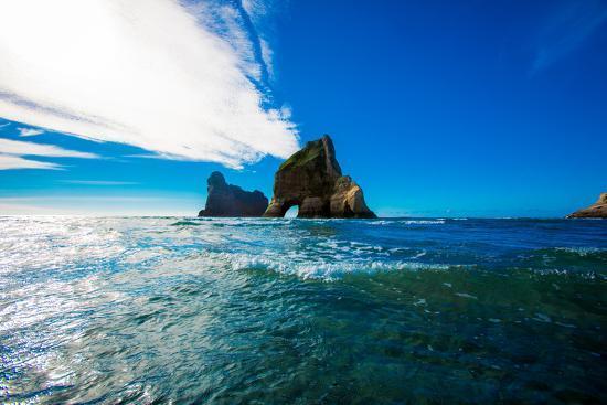 laura-grier-rock-formations-in-golden-bay-tasman-region-south-island-new-zealand-pacific