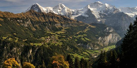 lauterbrunnen-valley-with-mt-eiger-and-mt-monch-in-the-background-sulwald-bernese-oberland
