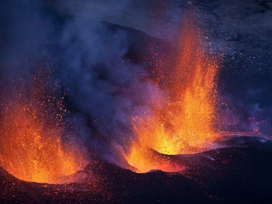 lava-erupting-from-eyjafjallajokull