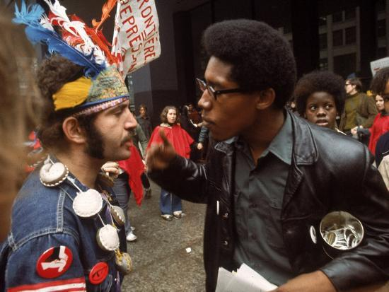 lee-balterman-yippie-and-black-panther-confronting-each-other-at-the-riot-conspiracy-trial-of-the-chicago-eight