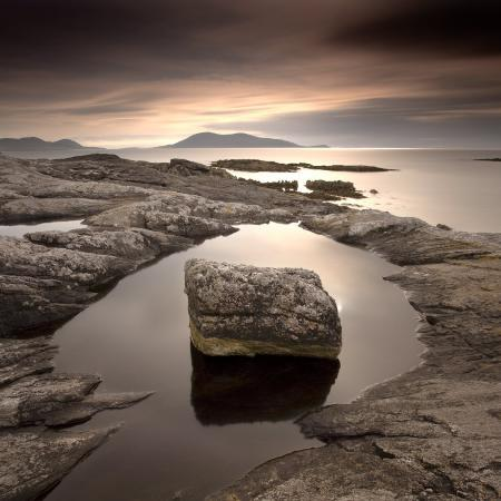 lee-frost-erratic-in-tidal-pool-on-isle-of-taransay-south-harris-outer-hebrides-scotland-uk