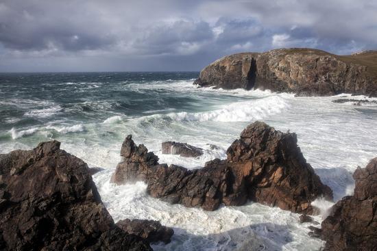 lee-frost-heavy-seas-pounding-the-rocky-coastline-at-dalbeg