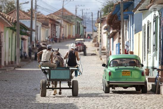 lee-frost-horse-and-cart-and-vintage-american-car-on-cobbled-street-in-the-historic-centre-of-trinidad