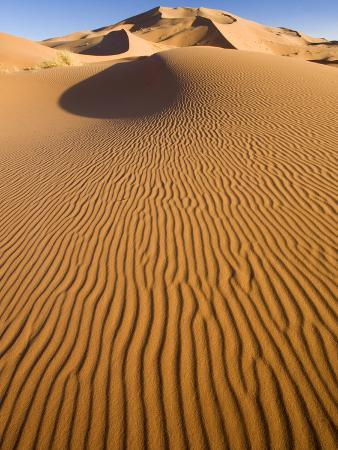 lee-frost-rolling-orange-sand-dunes-and-sand-ripples-in-the-erg-chebbi-sand-sea-near-merzouga-morocco
