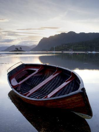 lee-frost-rowing-boat-at-low-tide-dawn-plokton-near-kyle-of-lochalsh-highland
