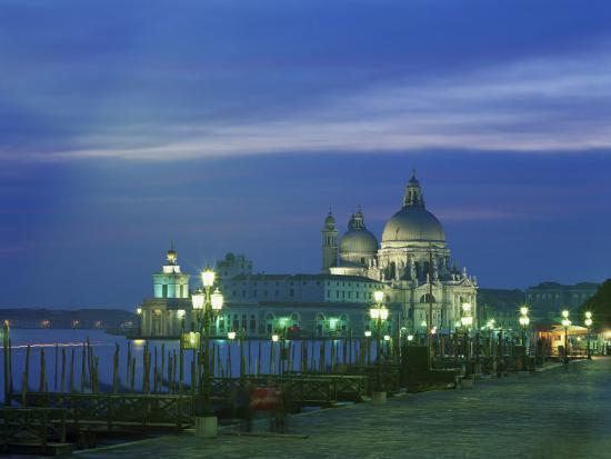 lee-frost-santa-maria-della-salute-illuminated-at-night-venice-unesco-world-heritage-site-veneto-italy