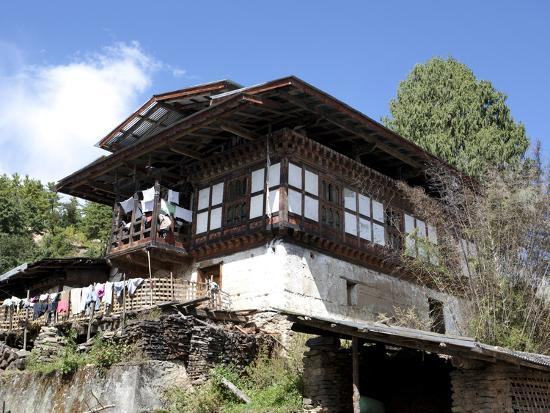 lee-frost-traditional-bhutanese-house-in-the-bumthang-valley-bhutan-asia
