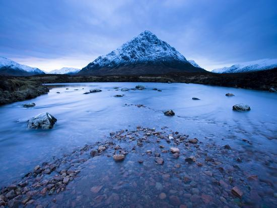 lee-frost-twilight-view-of-buachaille-etive-mor-and-the-river-etive-rannoch-moor-highland-scotland-uk