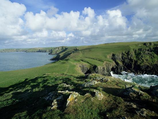 lee-frost-view-across-pentire-head-to-coastline-near-polzeath-cornwall-england-united-kingdom