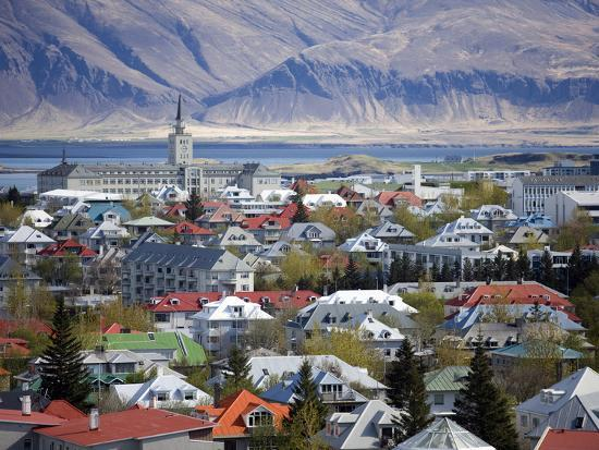 lee-frost-view-over-reykjavik-with-mountains-looming-in-the-distance-reykjavik-iceland-polar-regions