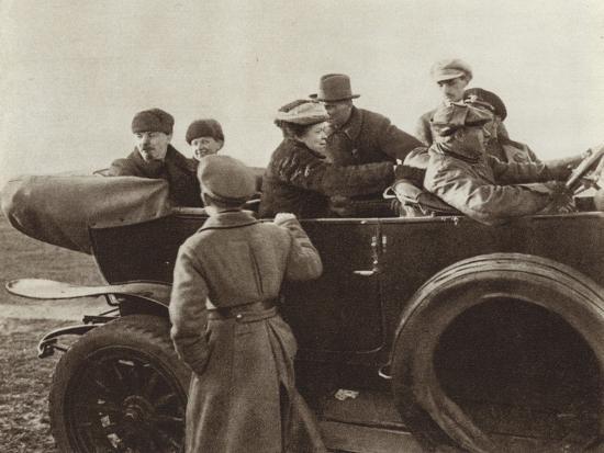 lenin-n-k-krupskaya-and-m-i-ulyanova-in-a-car-in-the-khodynka-field-moscow-1-may-1918