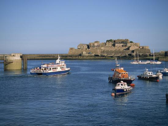lightfoot-jeremy-ferry-passing-castle-cornet-st-peter-port-guernsey-channel-islands-united-kingdom-europe