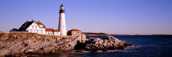 lighthouse-at-the-coast-portland-head-lighthouse-cape-elizabeth-maine-new-england-usa