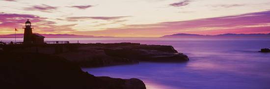 lighthouse-at-the-coast-walton-lighthouse-santa-cruz-california-usa