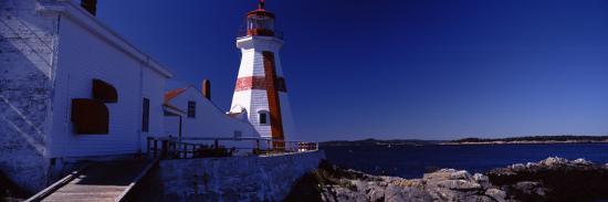 lighthouse-on-the-coast-head-harbour-light-campobello-island-new-brunswick-canada